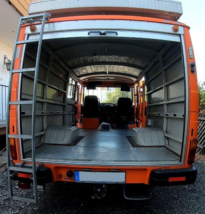 Camper-Rausbau-Verkleidung-Glaswolle-Daemmung-Umbau